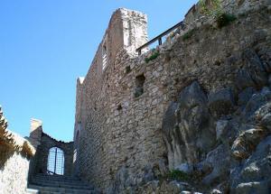 Castello_oliveto_citra1