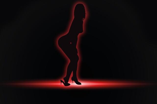 striptease-444687_640