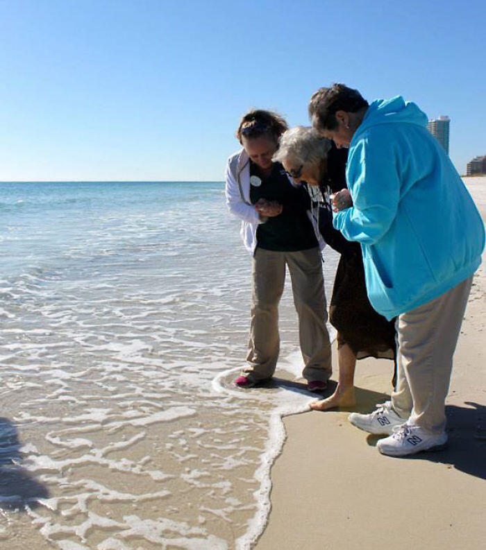 100-Year-Old Ruby Holt Sees Ocean For The First Time